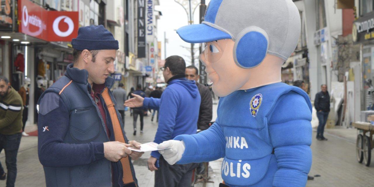 Trafik Haftası'nda polisten broşürlü 'evde kalın' mesajı