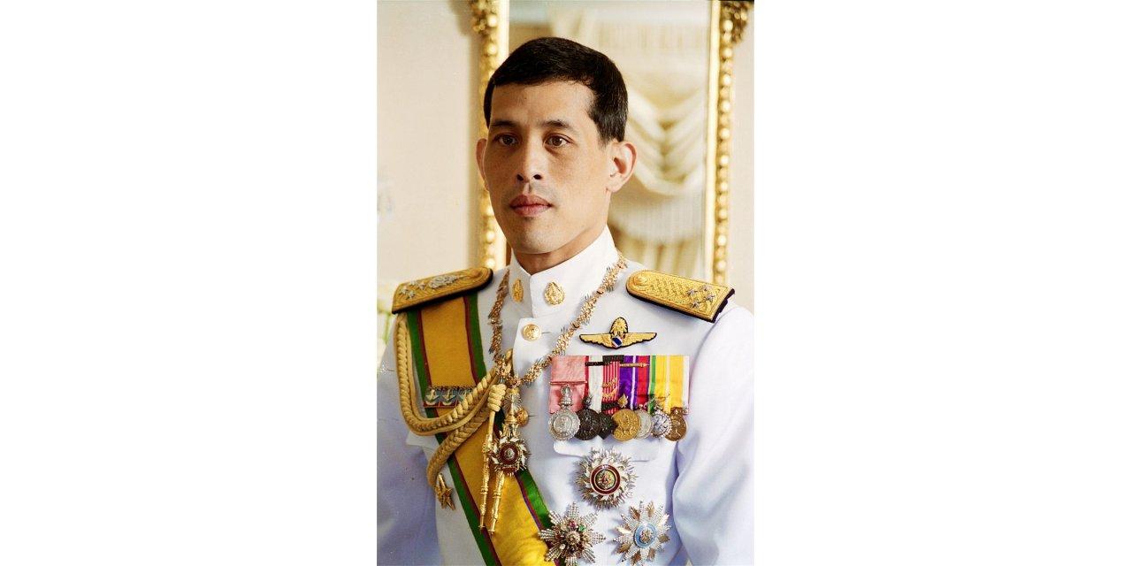 Tayland Kralı 20 cariyesini ordu mensubu yaptı