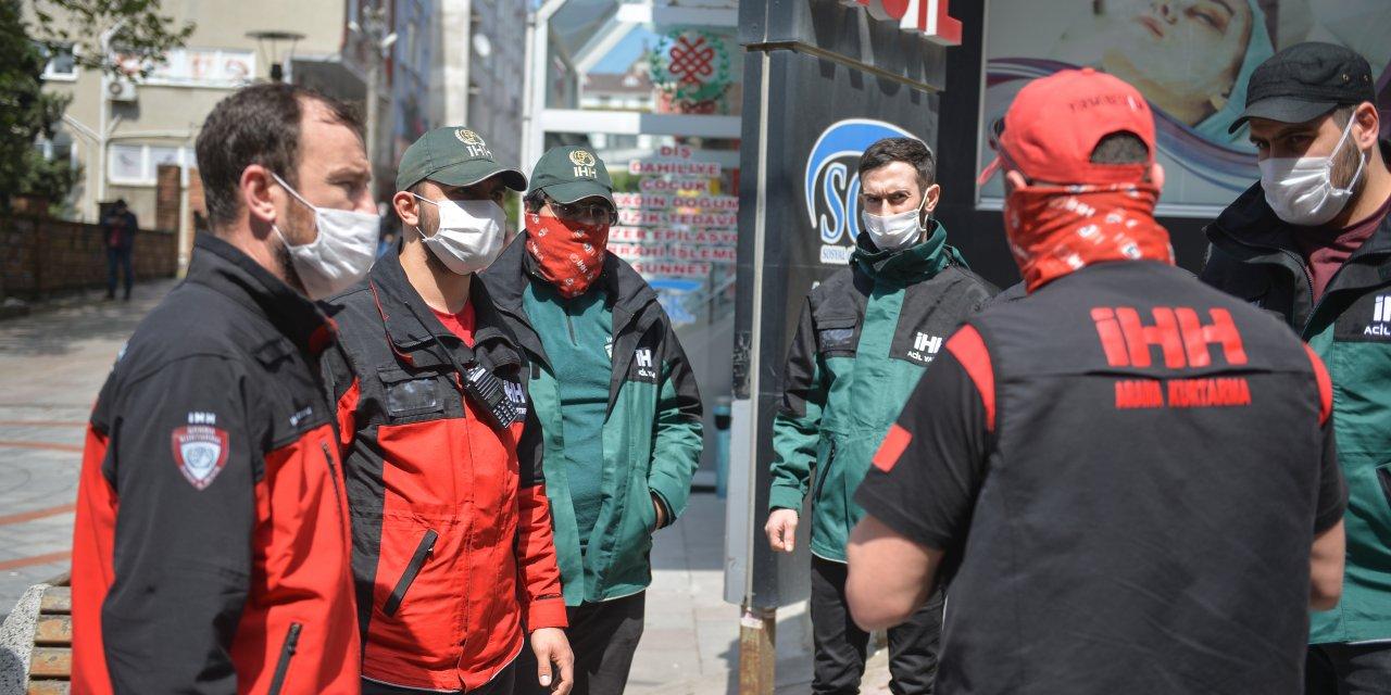 (Yeniden) - 15 gündür kayıp otizmli genç Arnavutköy'de sokak sokak anonslarla arandı