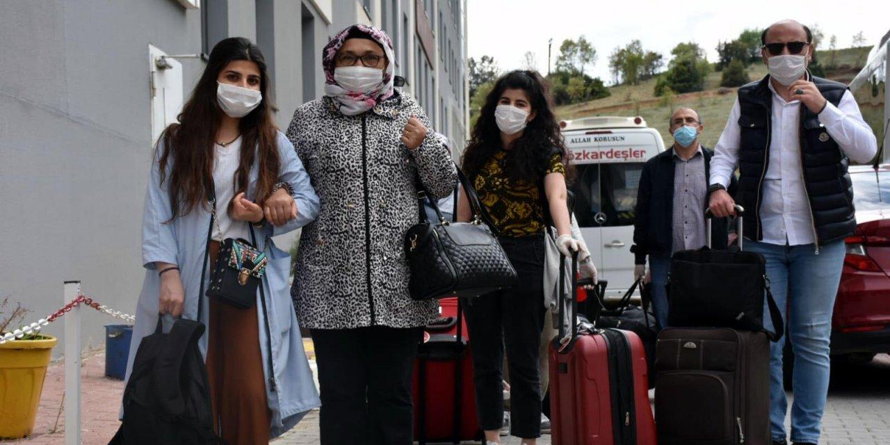 Uşak'ta karantina süresi dolan 231 kişi, memleketlerine uğurlandı