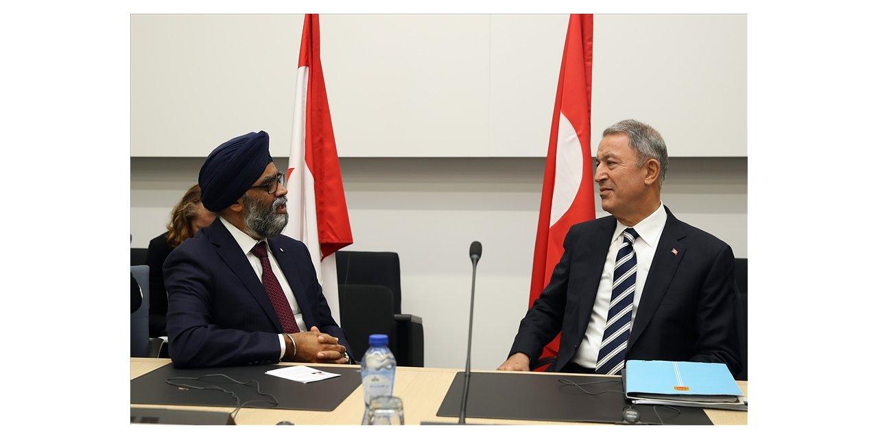 Bakan Akar, Kanadalı mevkidaşı ile görüştü