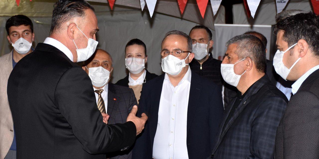 İzmir'de, AK Parti ve MHP'den Kızılay'a kan stoku için kampanya başlattı