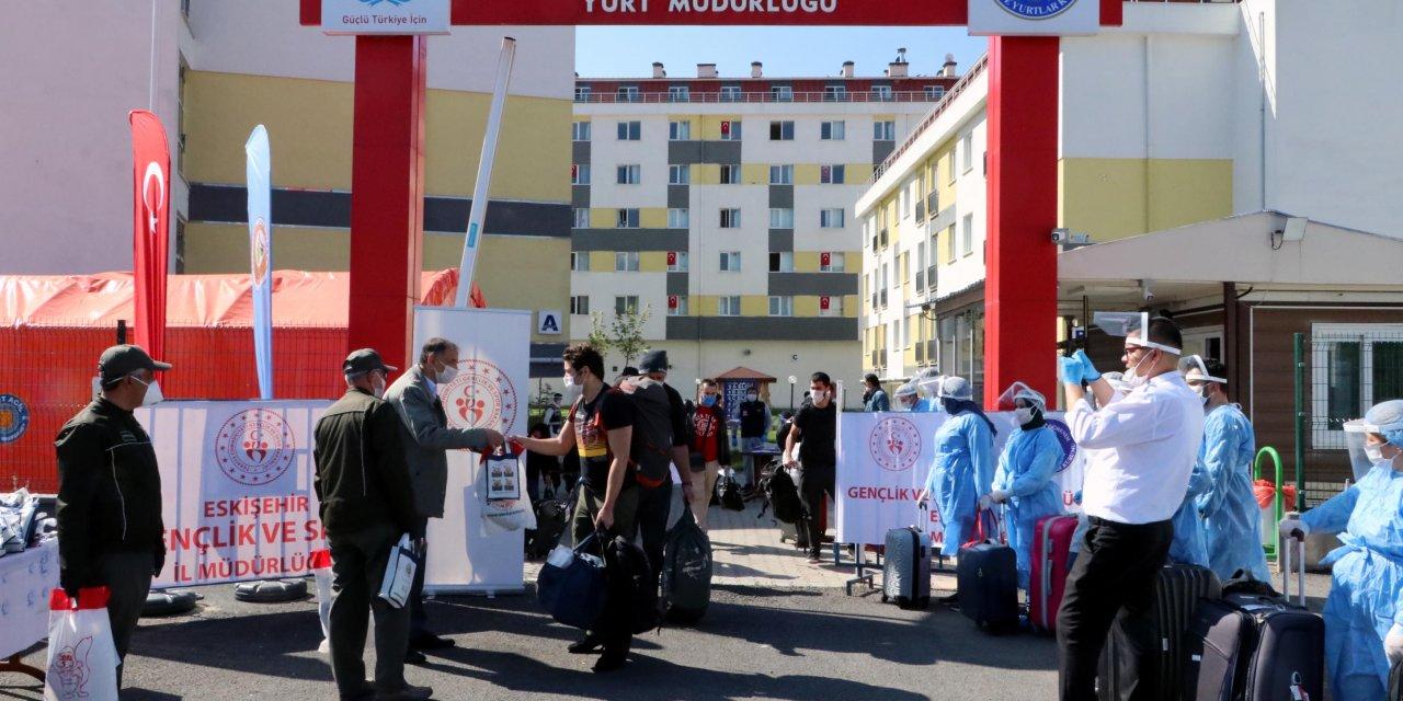 Eskişehir'de karantina süreleri dolan 133 kişi, memleketlerine gönderildi