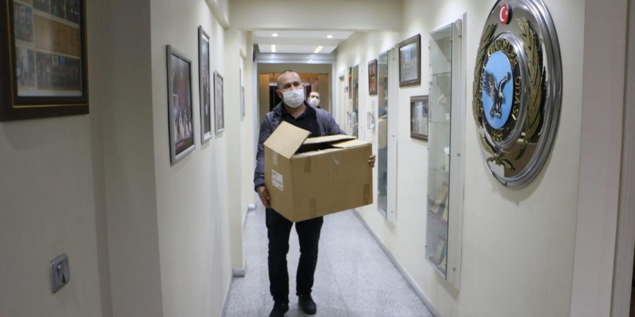 Kartal Belediyesinden kuaför ve berberlere maske ile dezenfekte desteği
