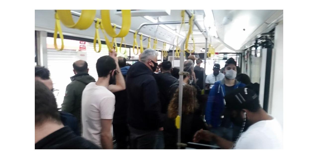 İETT otobüsündeki yoğunluk pes dedirtti