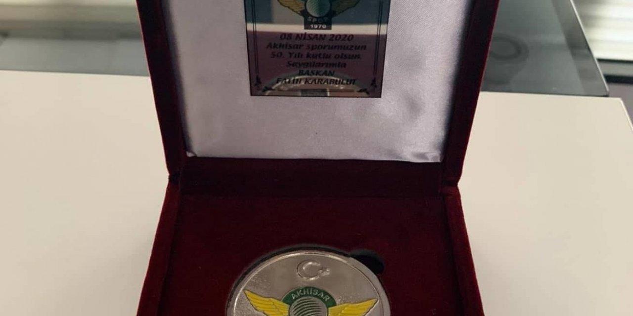 Akhisarspor'dan 50. yıla özel madalya