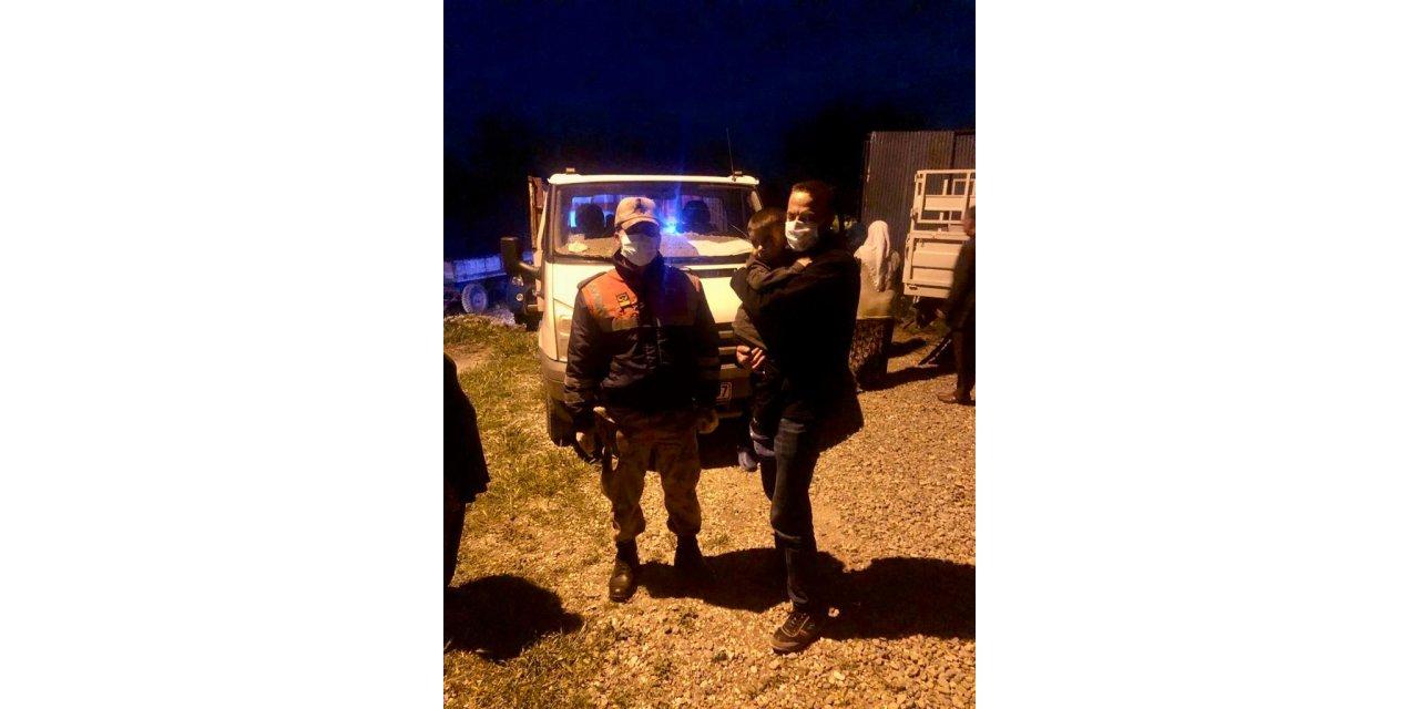 Jandarma, kayıp Berat'ı evinin yakınında uyurken buldu