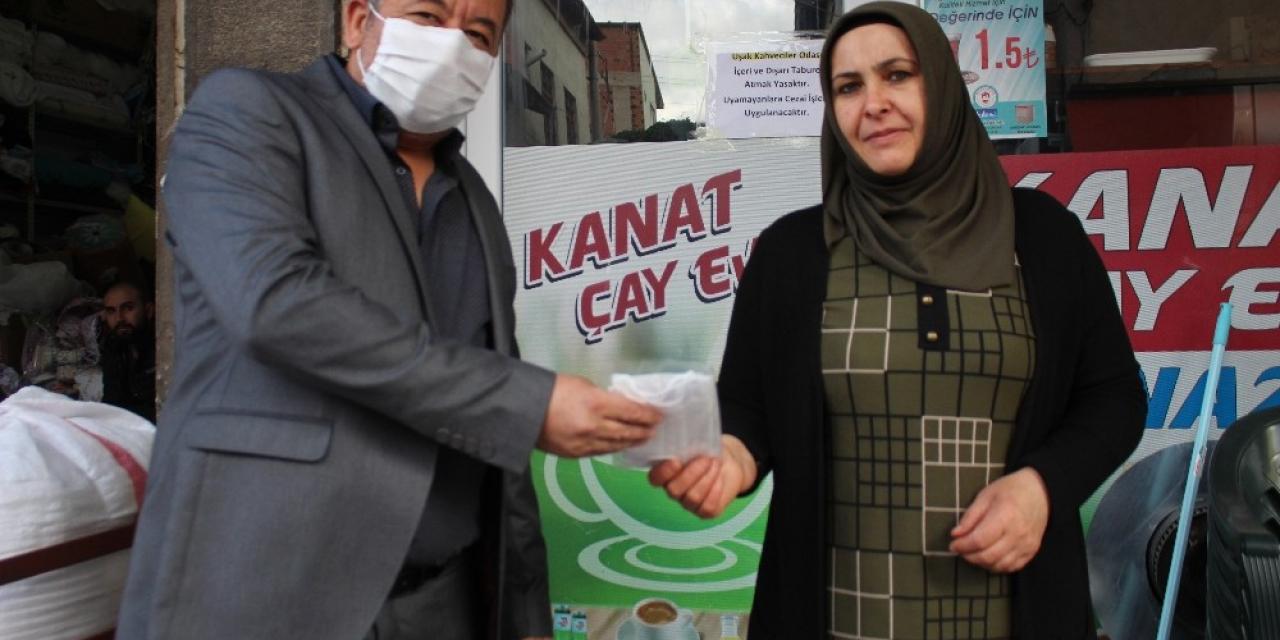 Çay ocağı esnafına maske desteği
