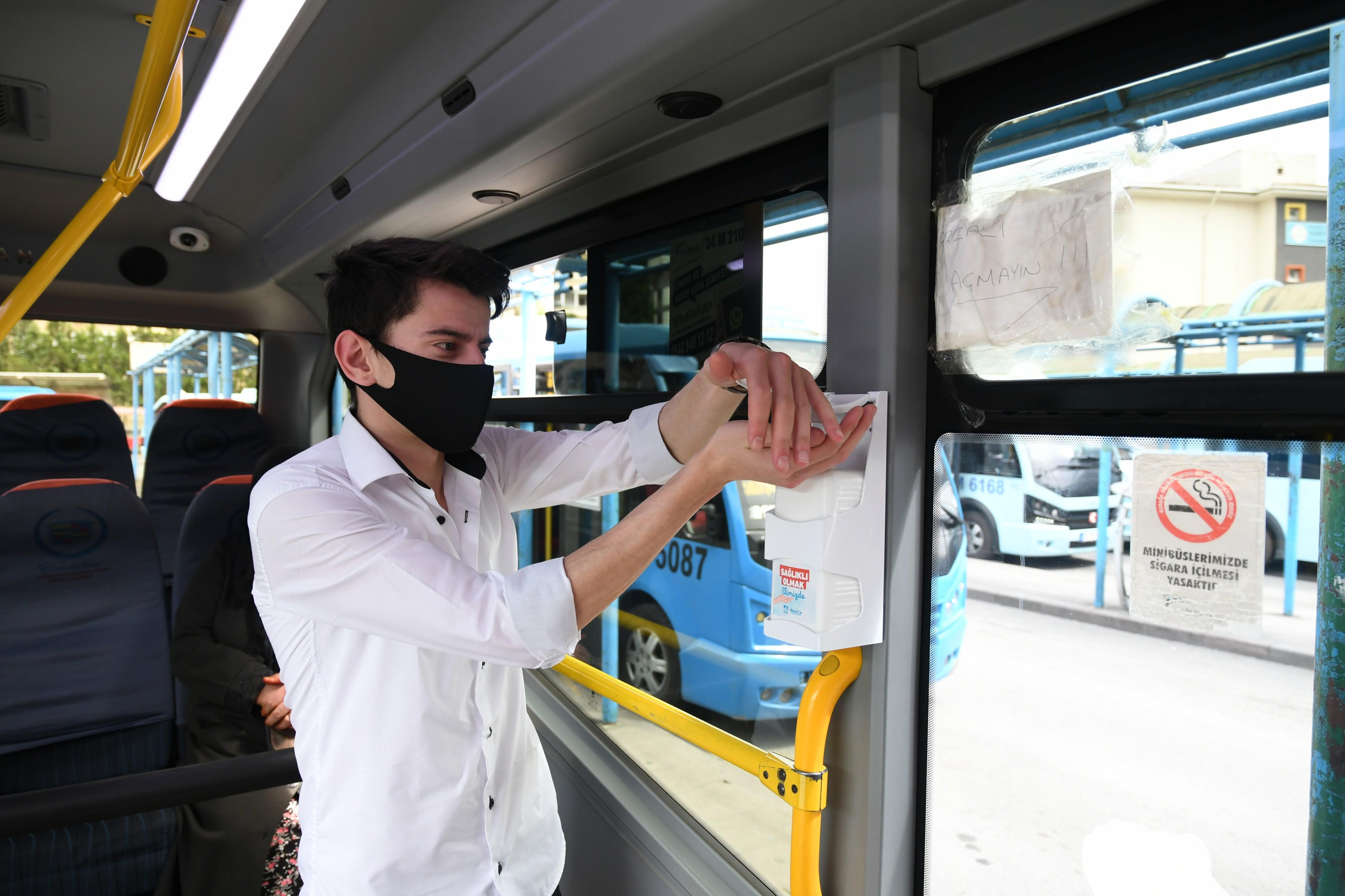 Pendik'te minibüslere el dezenfektanı önlemi!