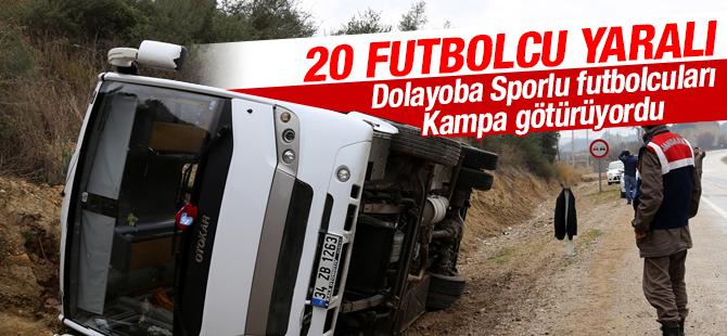 Dolayoba Sporlu Futbolcuları Taşıyan Midibüs Kaza Yaptı: 20 Futbolcu Yaralı