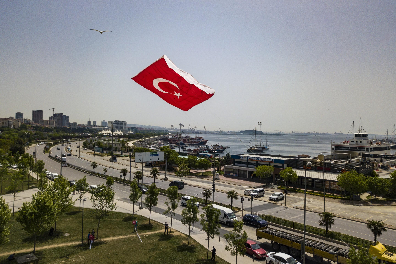 Pendik'te 19 Mayıs kutlamalarında Türk bayrağı desenliuçurtma ilgi çekti!