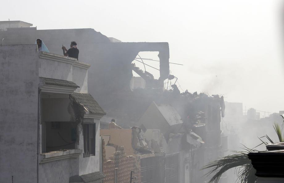 Pakistandaki uçak kazasına ilişkin korkutan açıklama: Kazada kimsenin kurtulduğunu düşünmüyoruz