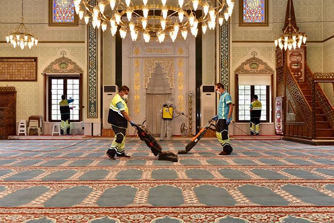Tuzla'da ibadethanelerdeki temizlik çalışmaları sürdürülüyor!