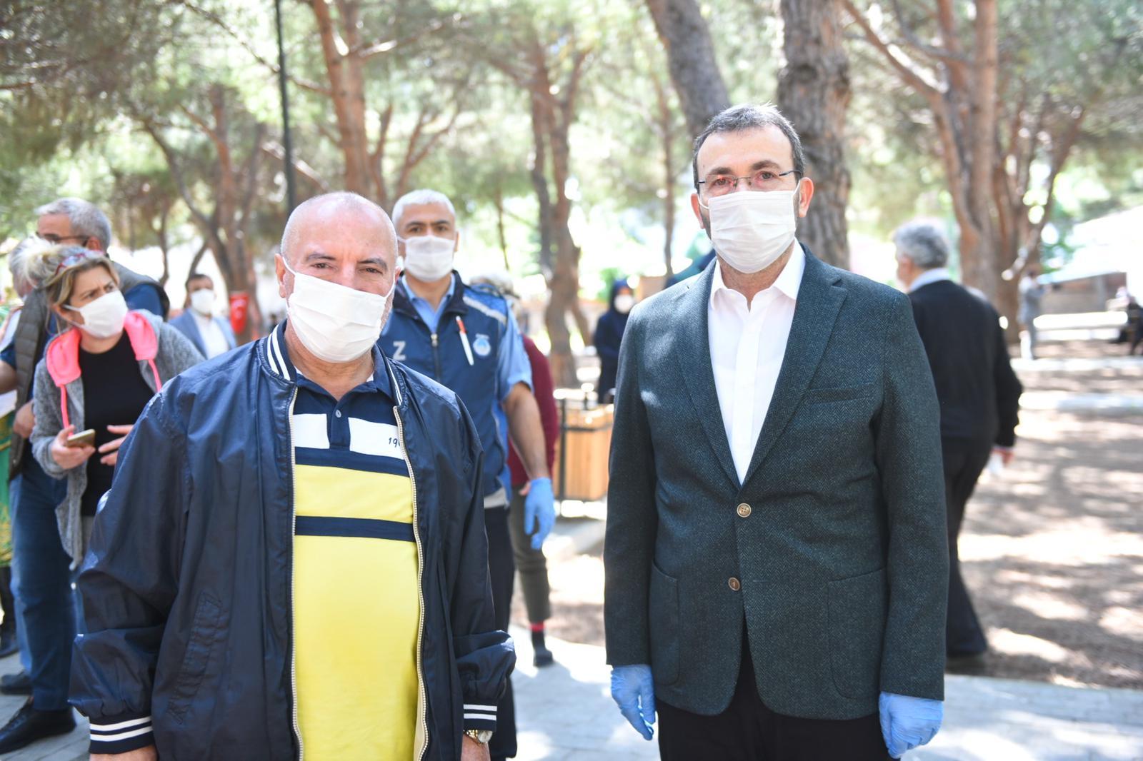 Bayramın ilk günü 65 yaş ve üstü yaşlılara Başkan Ahmet Cin sürprizi!