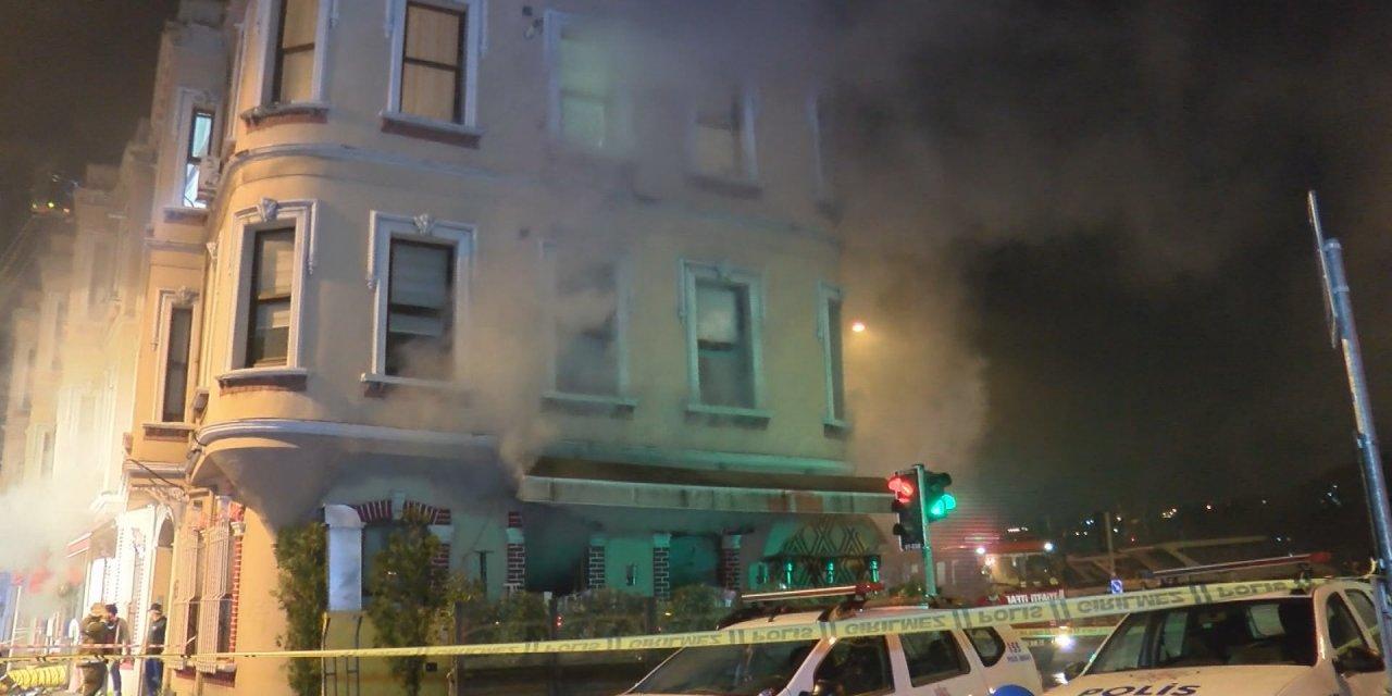 Restoranda yangın çıktı, çalışanlar basın mensuplarına saldırdı