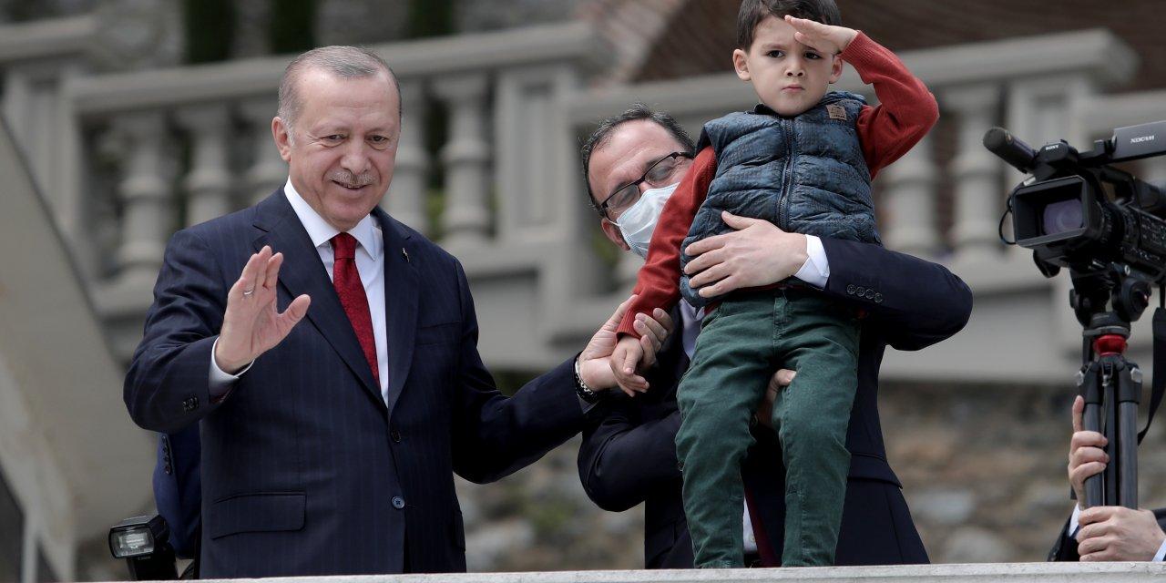 Milli sporcular, Türk bayraklı teknelerle Cumhurbaşkanı Erdoğan'ı selamladı