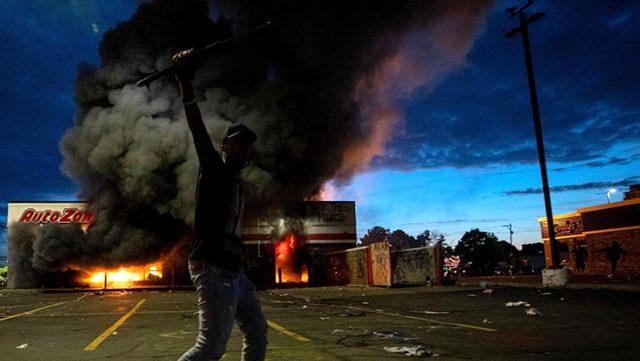 ABD polisi, siyahi protestocularla baş edemeyince Amerikan ordusu harekete geçti