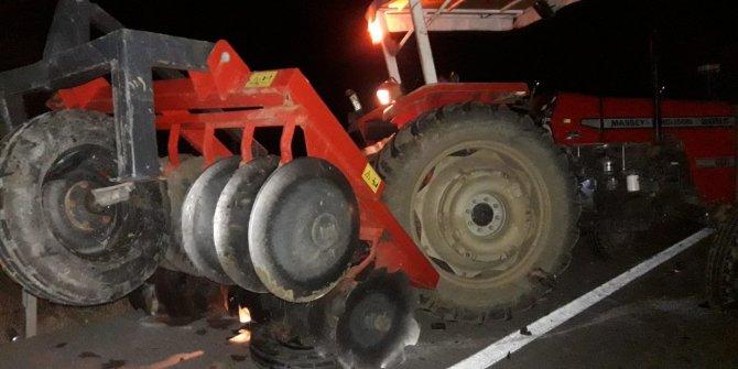 ADANA'nın Kozan ilçesinde Otomobil ile traktör çarpıştı: 10 yaralı