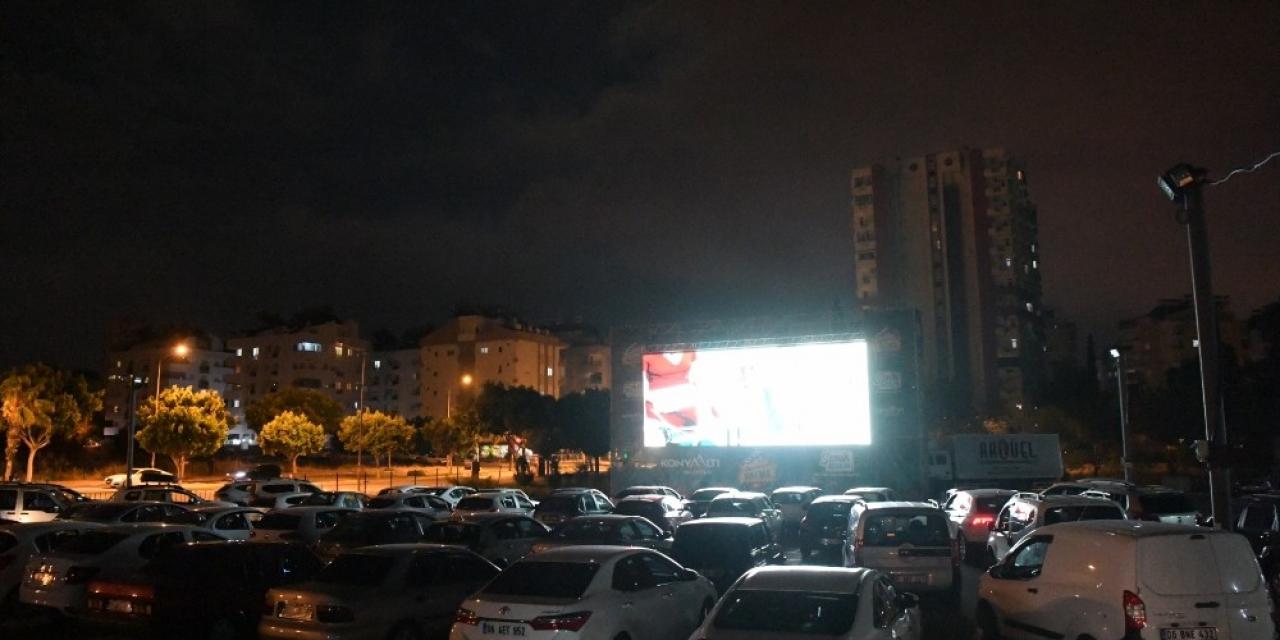 Antalyalılar 'Mandıra Filozofu'yla eğlendi