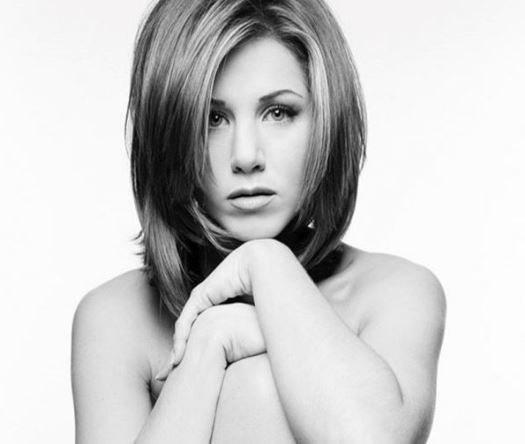 Jennifer Aniston çıplak portresini açık arttırmaya sundu!