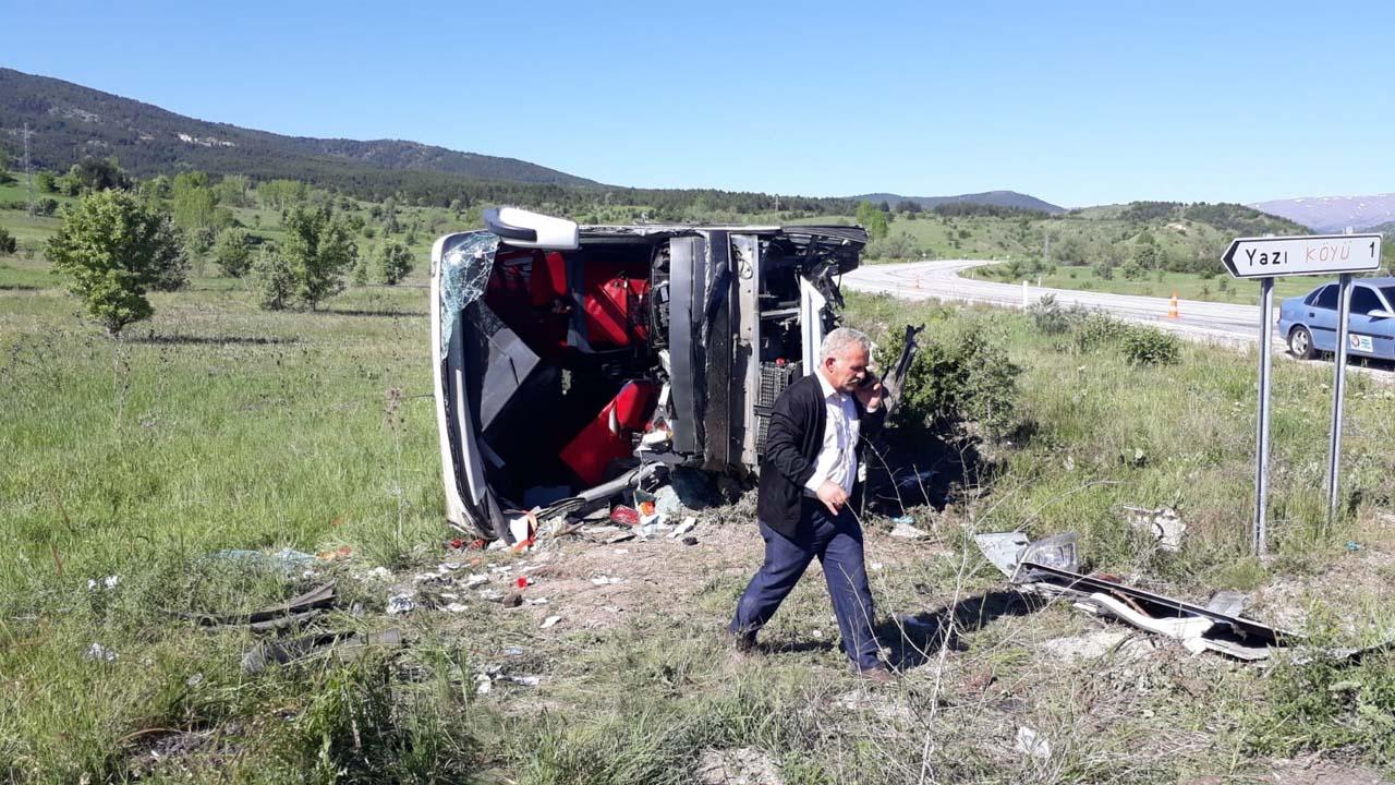 Erzincan'da yolcu otobüsü devrildi:1'i ağır 19 yaralı