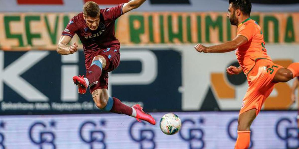 Nefes kesen maçta Trabzonspor uzatmalarda yıkıldı