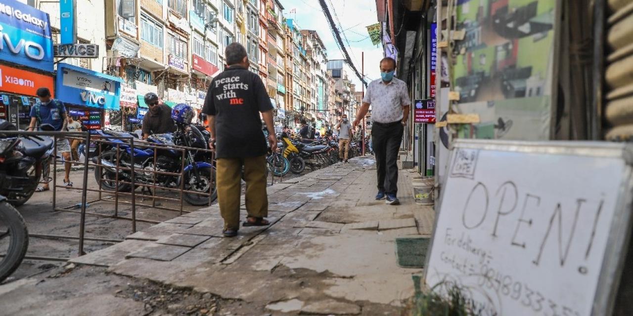 Nepal'de karantina uygulaması hafifletildi, vaka sayısı artışa geçti