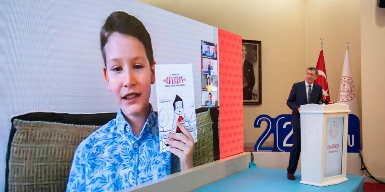 """Bakan Selçuk, ilkokul düzeyinde hazırlanan """"Arkadaş"""" adlı yaz tatili kitabını tanıttı"""