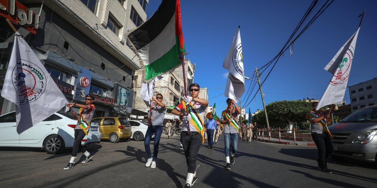 """İsrail'in """"ilhak planı"""" Gazze'de izci yürüyüşüyle protesto edildi"""