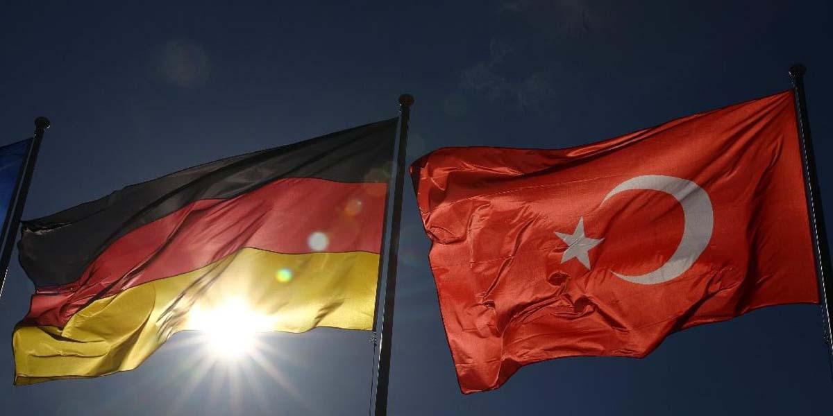 Almanya, Türkiye'ye seyahat yasağını kaldırmakta diretiyor