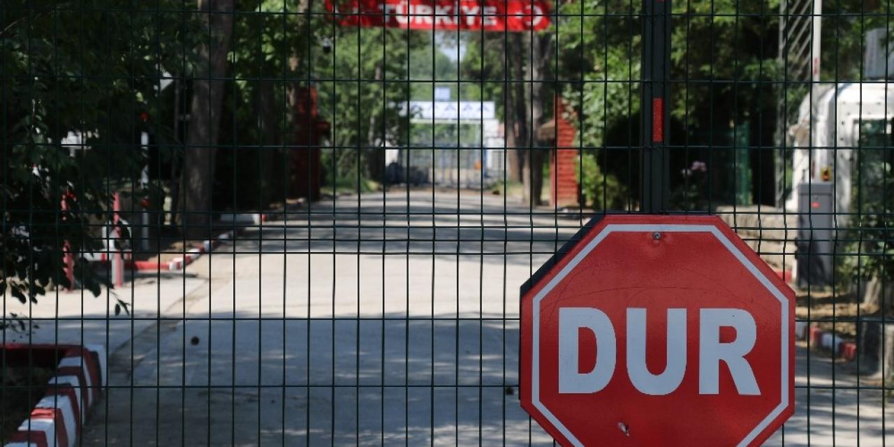 Sözcüsü 'açılacak' dedi ama komşunun sınırı 'kapı duvar'