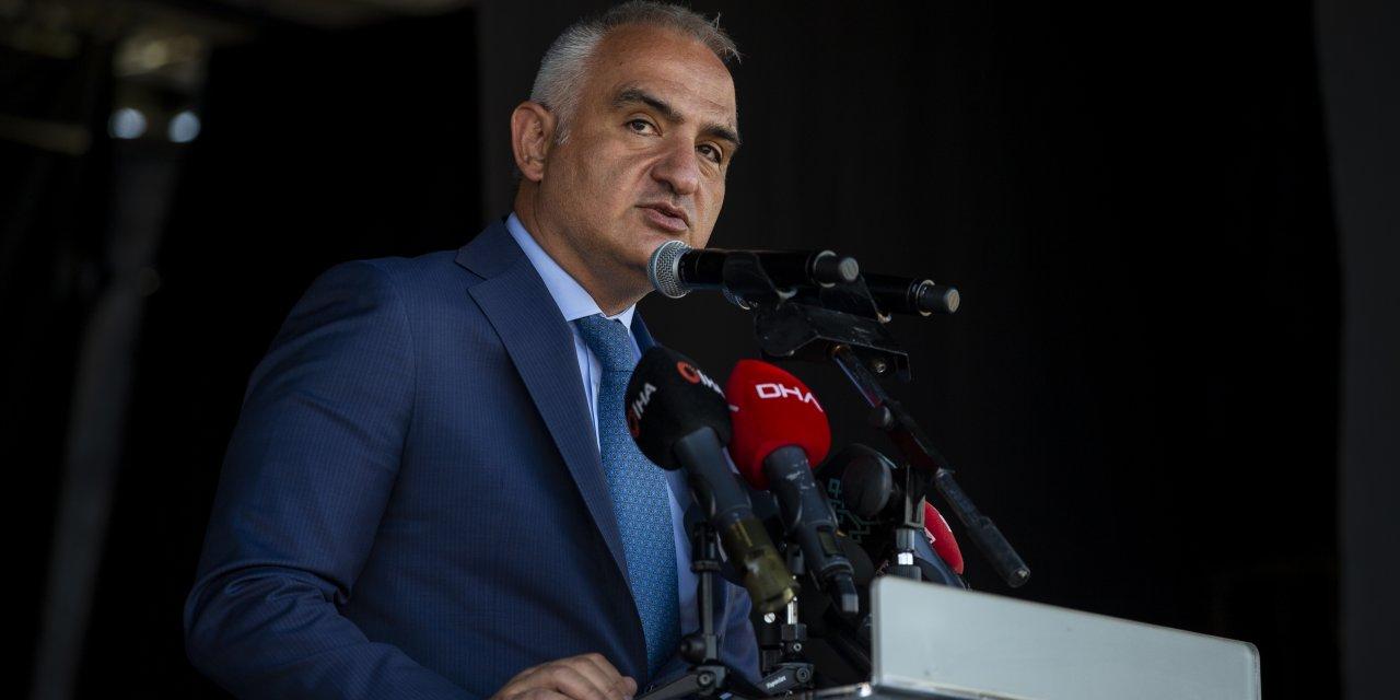"Bakan Ersoy, ""Kamyon Tiyatrosu""nu Ankara'dan uğurladı"