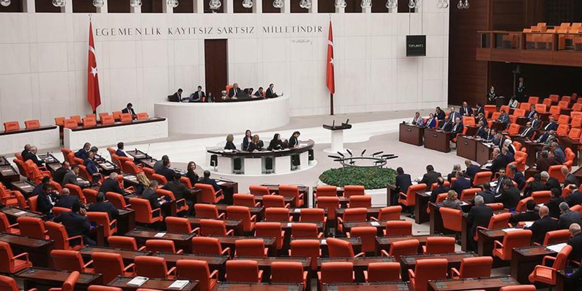 """Türkiye Büyük Millet Meclisi Genel Kurulunda """"barolara ilişkin kanun teklifi"""" tartışması!"""