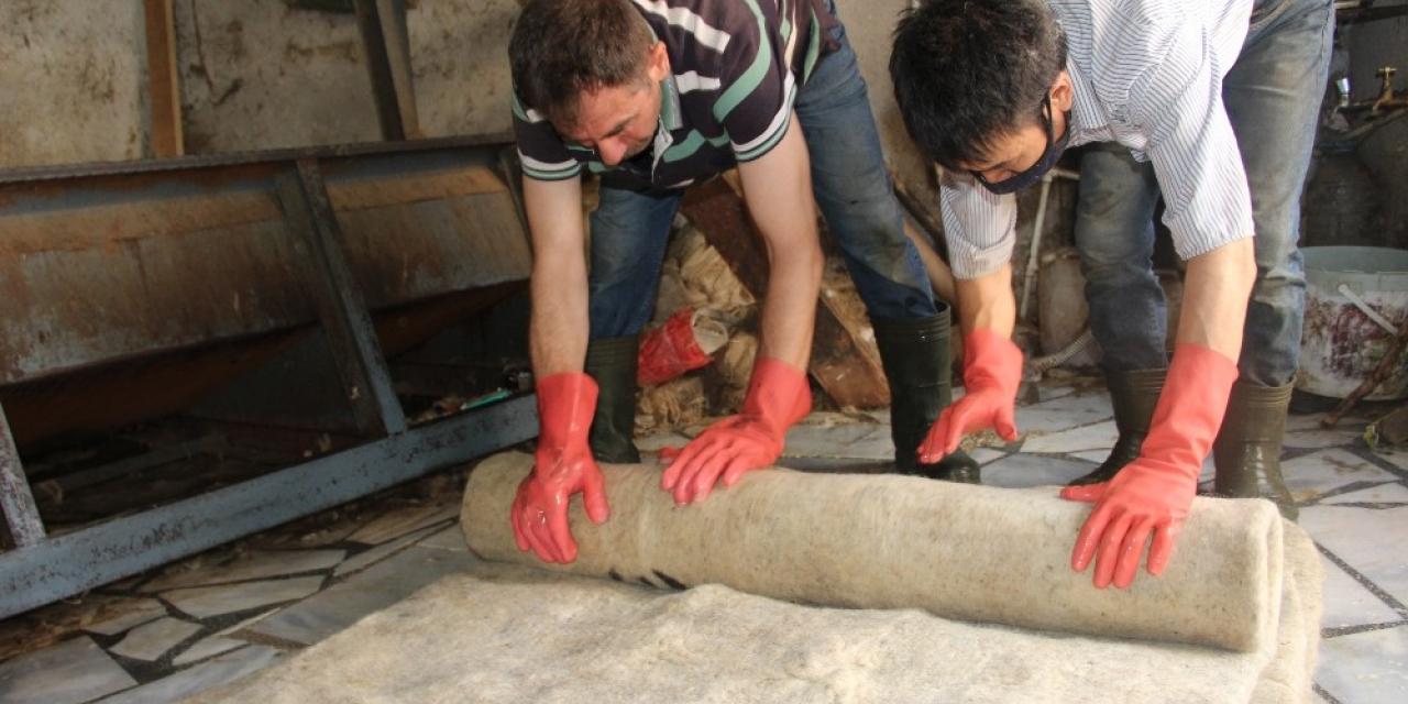 Devlet Sanatçısı ustanın ürettiği kepenekler çobanların vazgeçilmezi