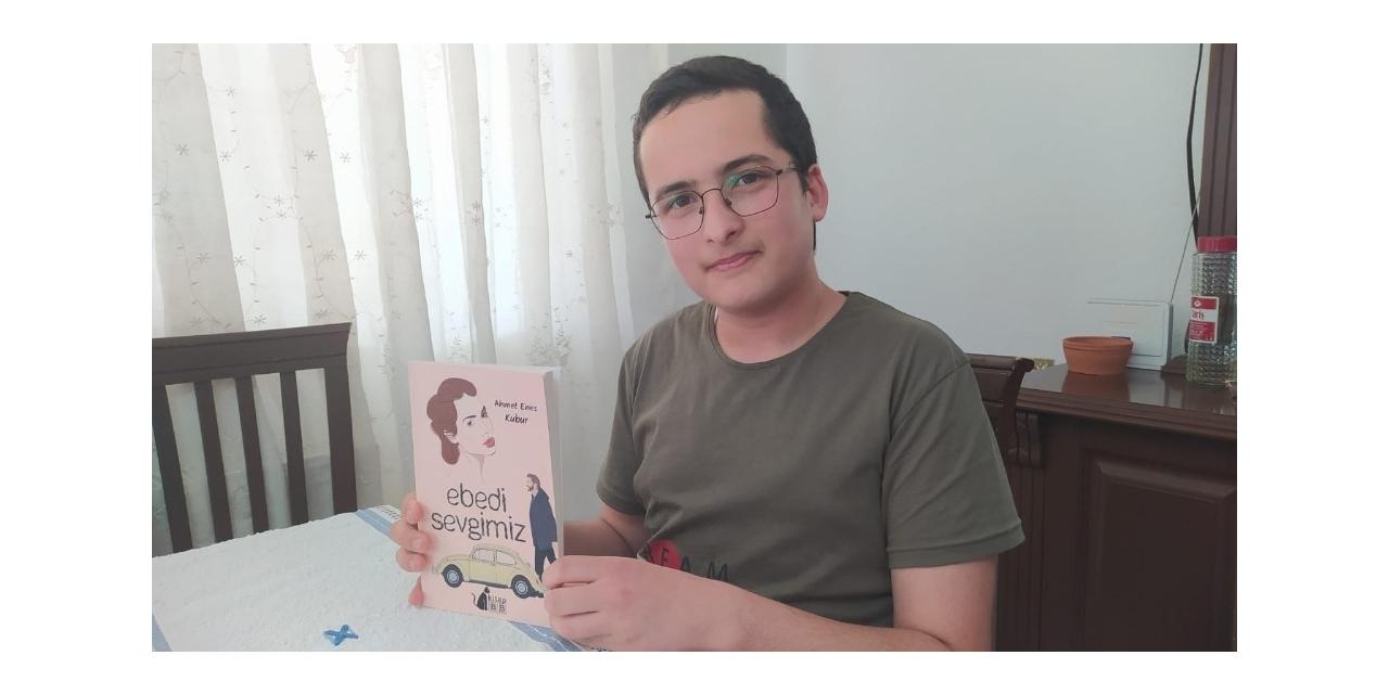 Ortaokul öğrencisi ikinci kitabı için kolları sıvadı