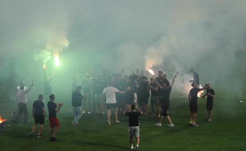 Liglerin iptal olmasıyla Kocaelispor şampiyonluğunu kutladı!
