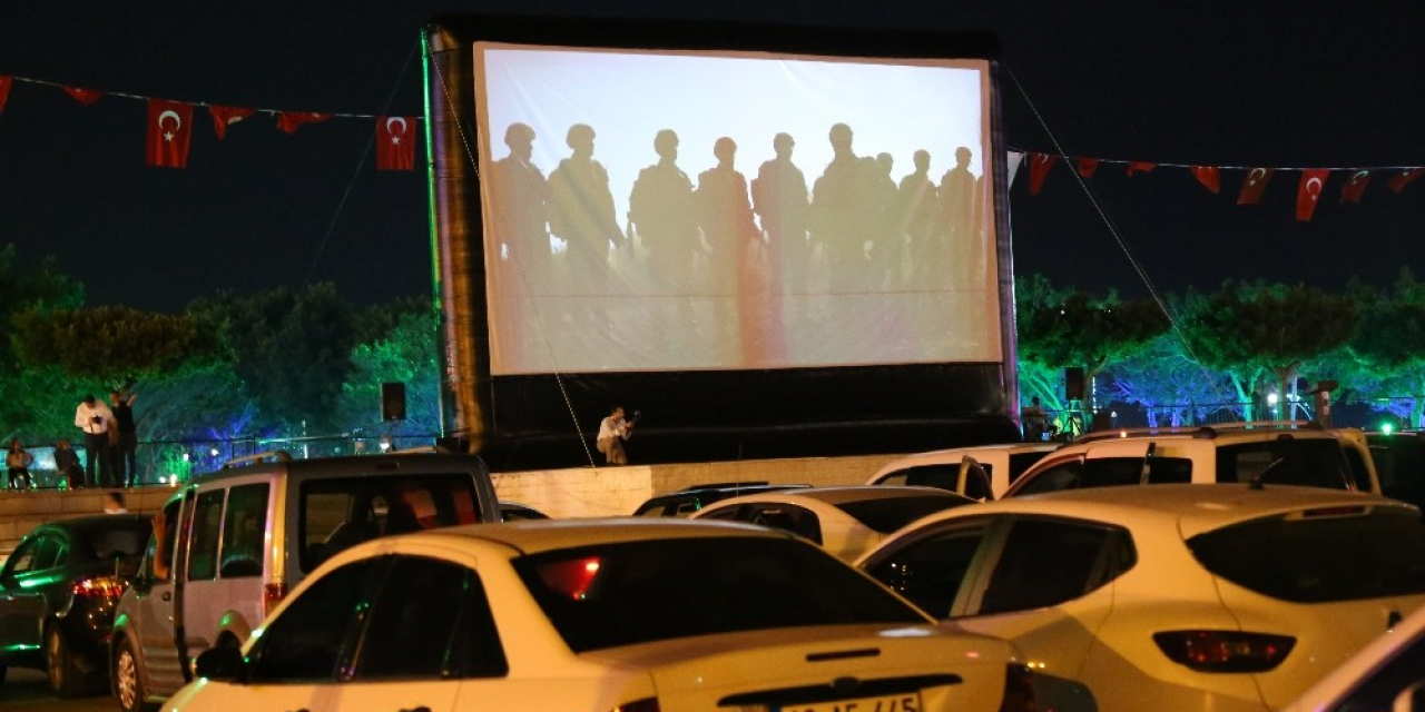 İskenderunlular açık hava sinemasıyla tanıştı