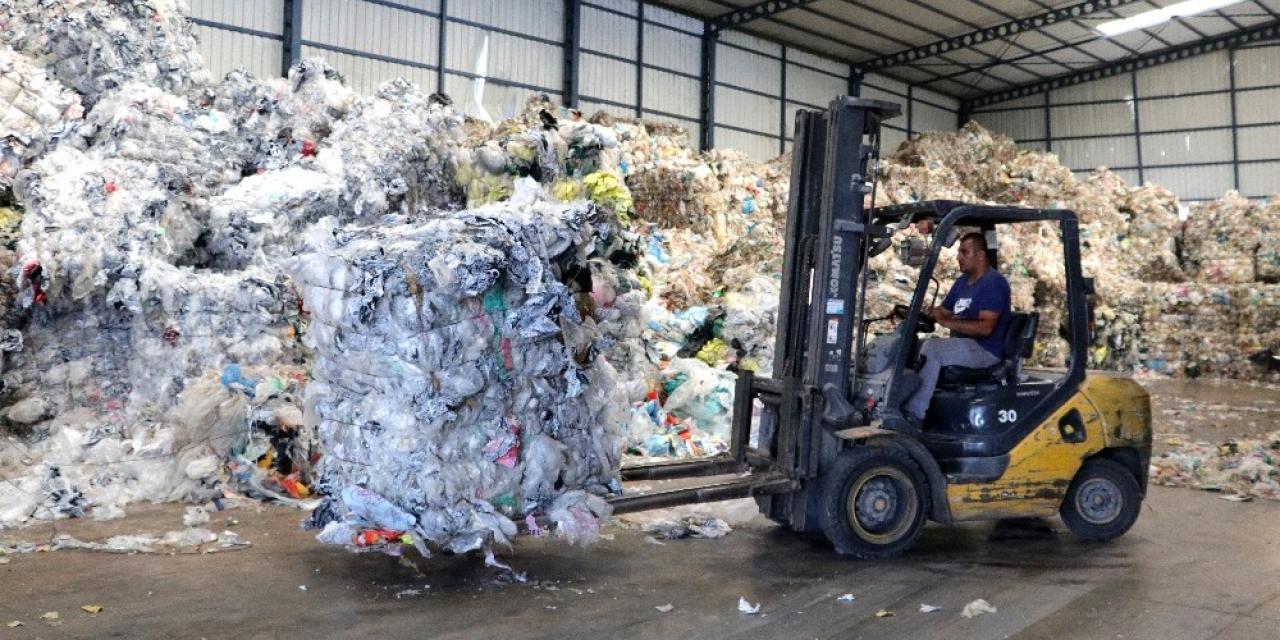 Atık hurda plastikler ham maddeye dönüşüyor