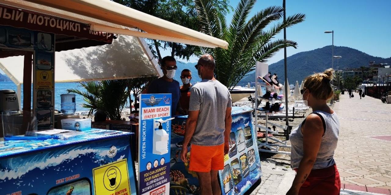 Tatilcilerin gündüz eğlencesi su sporları pandemiye uygun hizmet vermeye başladı