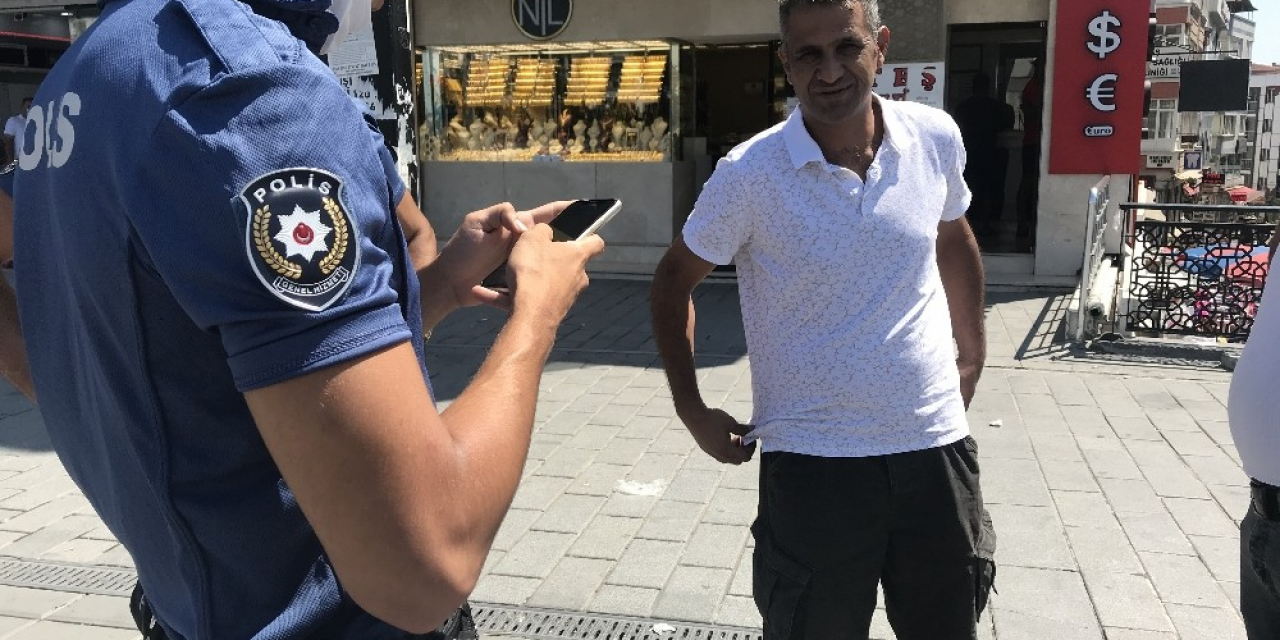Maskesiz dışarı çıkan adamdan ikna için polise ilginç sözler