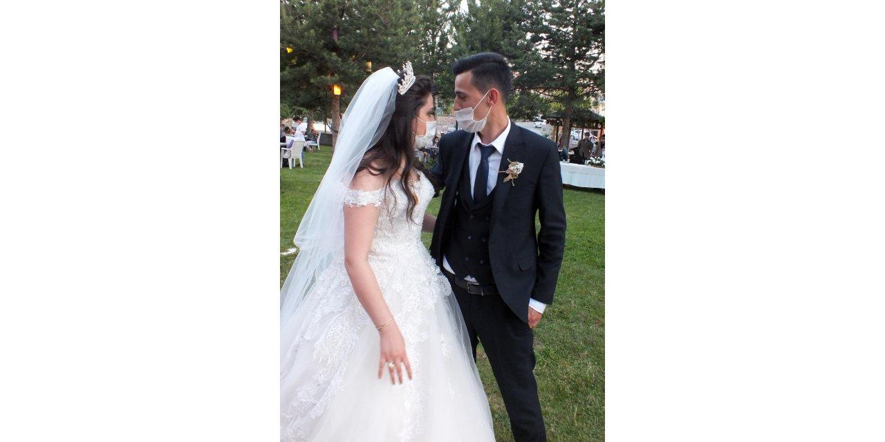 Şehit polisin kardeşi, koronavirüs tedbirleri altında evlendi