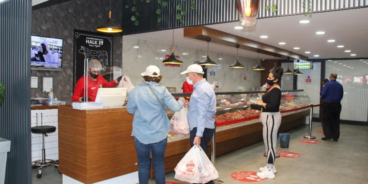 'Halk Et'in 3 şubesinde 203 ton et satışı yapıldı
