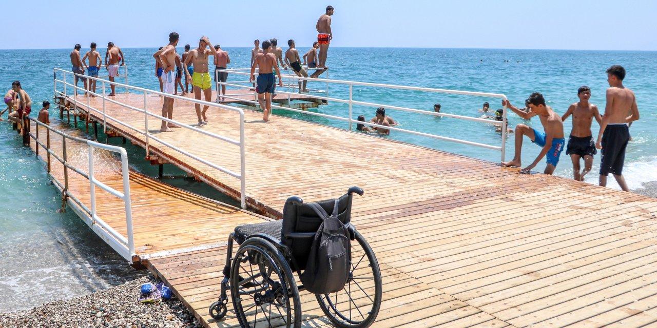 Engelliler için yapılan plajı işgal ettiler