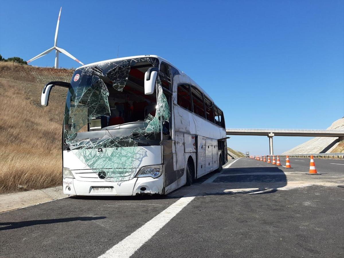Balıkesir'de yolcu otobüsü devrildi: Çok sayıda yaralı