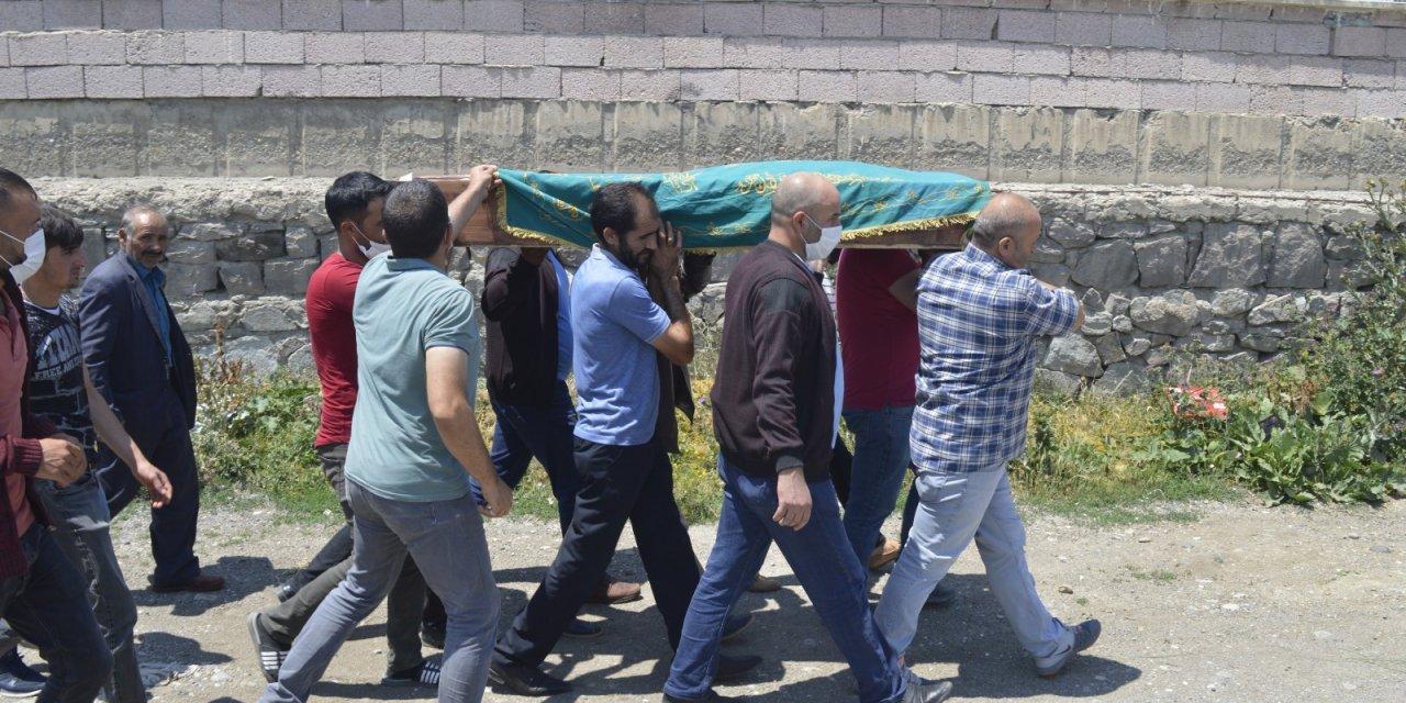 Selde ölen 12 yaşındaki Ali Osman, toprağa verildi