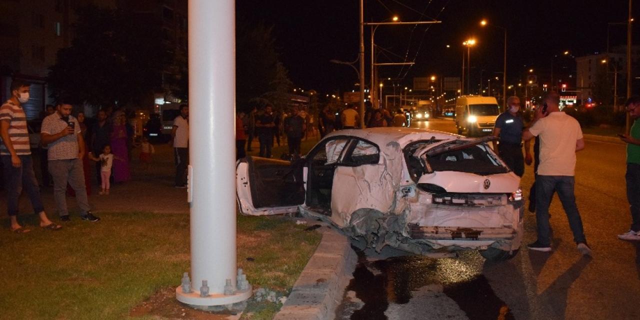 Malatya'da kırmızı ışıktan geçen otomobil kamyonete çarptı: 5 yaralı