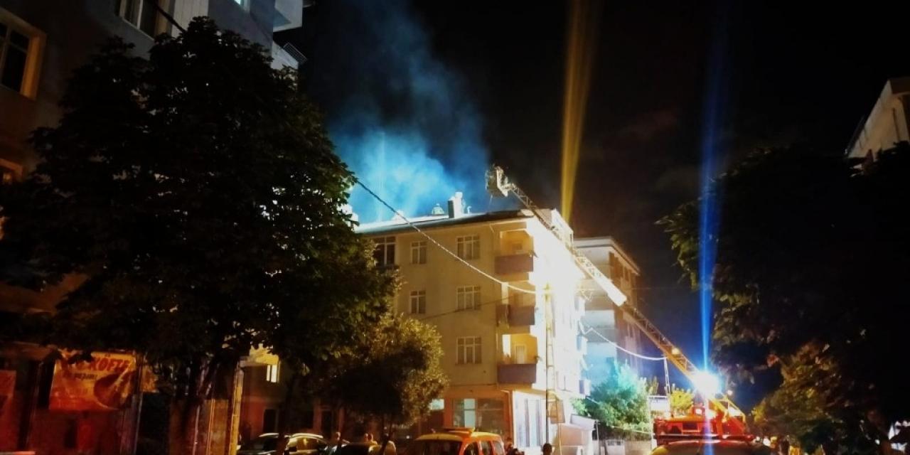 Sancaktepe'de hamamın bacası yandı... Mahalleli sokağa döküldü