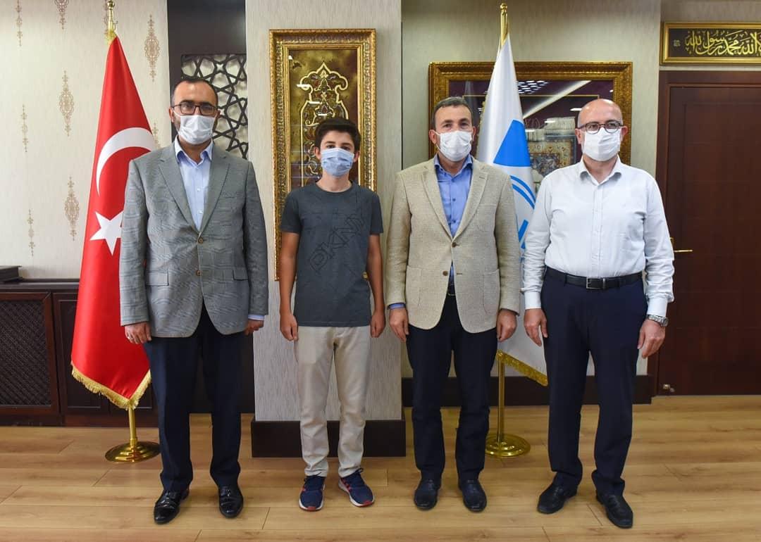 Pendik Belediye Başkanı Ahmet Cin, başarılı olan öğrencileri tebrik etti!
