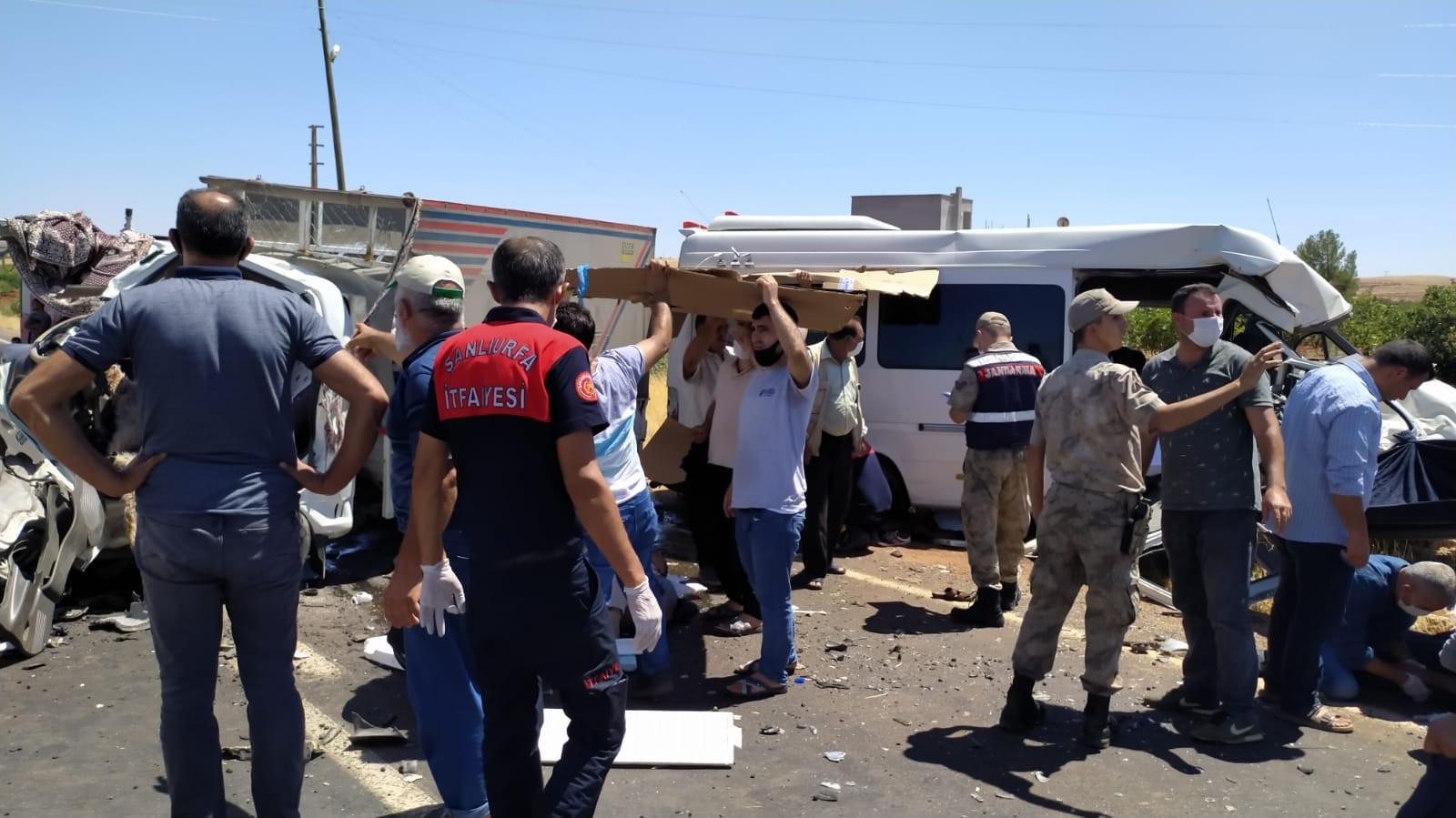 Şanlıurfa'da bayram ziyareti dönüşü korkunç kaza! 15 yaralı