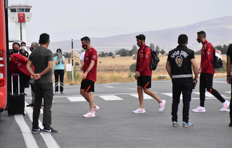 A Milliler, hazırlık maçı için Sivas'a geldi